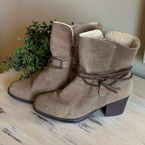 Eddie Bauer suede heeled boots size 9